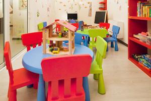 prenota hotel per famiglie a sanremo con camere familiari, aree giochi, culle e lettini