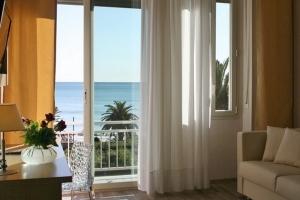 bellissima camera vista mare in hotel sanremo da prenotare online