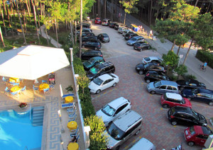 hotel con parcheggio auto - parking available in hotel
